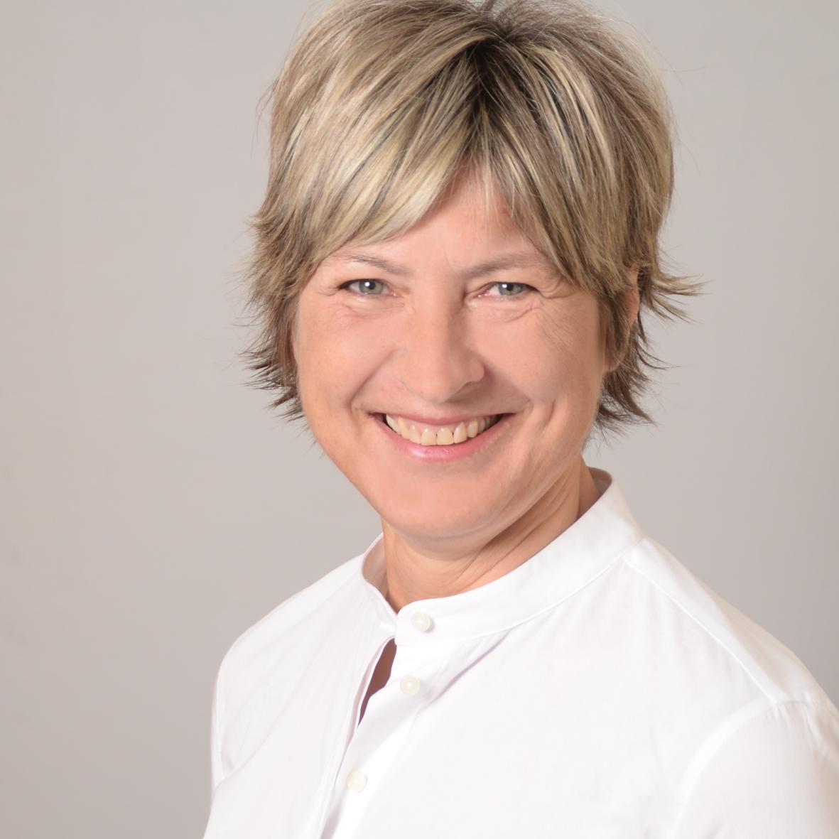 Angela Jakob